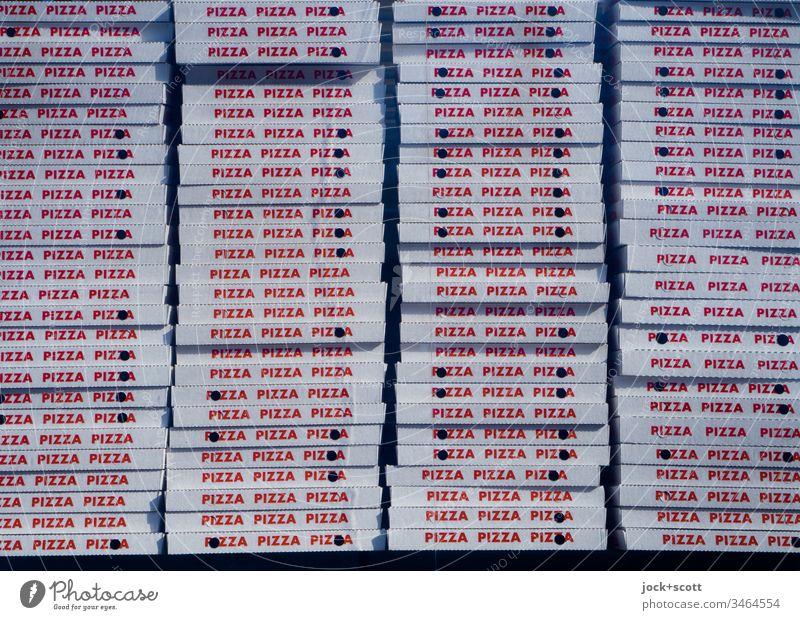 viele Pizzakartons zur Abholung bereit Italienische Küche Fastfood Schachteln Typographie Großbuchstaben gestapelt Lieferservice Selbstabholung pizzeria