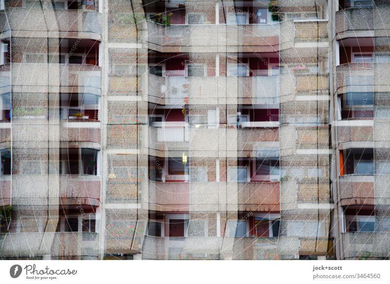 Kreuz und Quer auf dem Wohnungsmarkt Marzahn Plattenbau Fassade eckig Irritation Strukturwandel Sinnestäuschung Illusion Reaktionen u. Effekte mehrfarbig