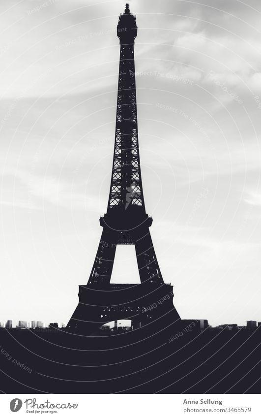 Eiffelturm als Silhouette in schwarz weiß Paris historisch Tour d'Eiffel Architektur Wahrzeichen Denkmal Turm Stadt Bauwerk Stahl Tourismus Menschenleer
