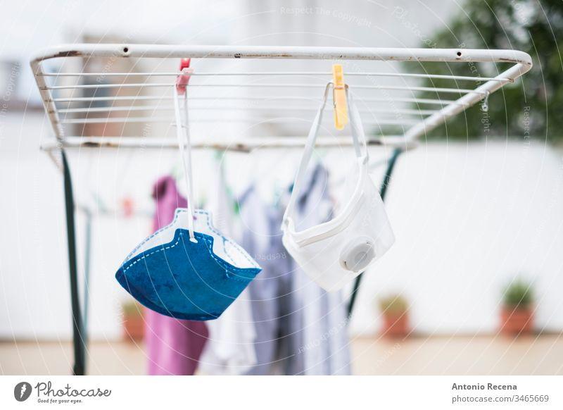 Recycling von Masken durch Waschen aufgrund fehlender Ressourcen Mundschutz Virus Allergie covid 10 Coronavirus Ansteckung Krankheit Einsperrung Pandemie Schutz