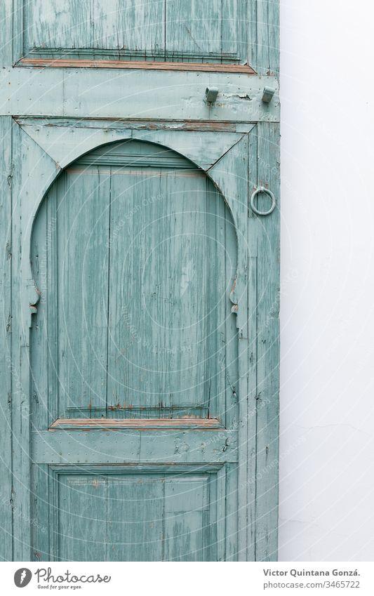 alte Tür grün gestrichen marrakech Marokko Afrika Aquamarin Architektur blau dreckig Türöffnung Eingang Ausfahrt Familie Gate Haus Innenarchitektur Schloss Holz