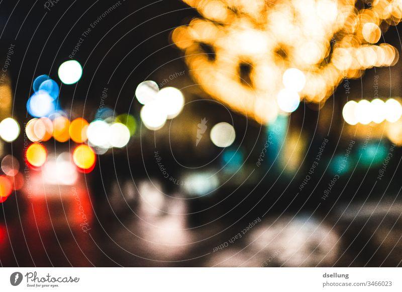 Unscharfe Lichter bei Nacht Entertainment Feste & Feiern High-Tech leuchten Kitsch rund stark Klischee Stadt blau gelb rot schwarz weiß Freude Glück