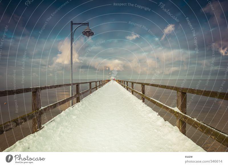 Der weiße Pfad Himmel Natur blau Meer Einsamkeit Landschaft Winter Umwelt dunkel kalt Schnee Wege & Pfade Küste Holz Horizont