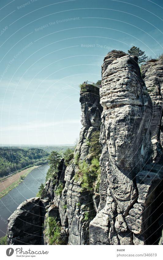 Elbeblick Umwelt Natur Landschaft Himmel Horizont Frühling Klima Schönes Wetter Wald Felsen Berge u. Gebirge Flussufer authentisch groß hoch natürlich wild blau