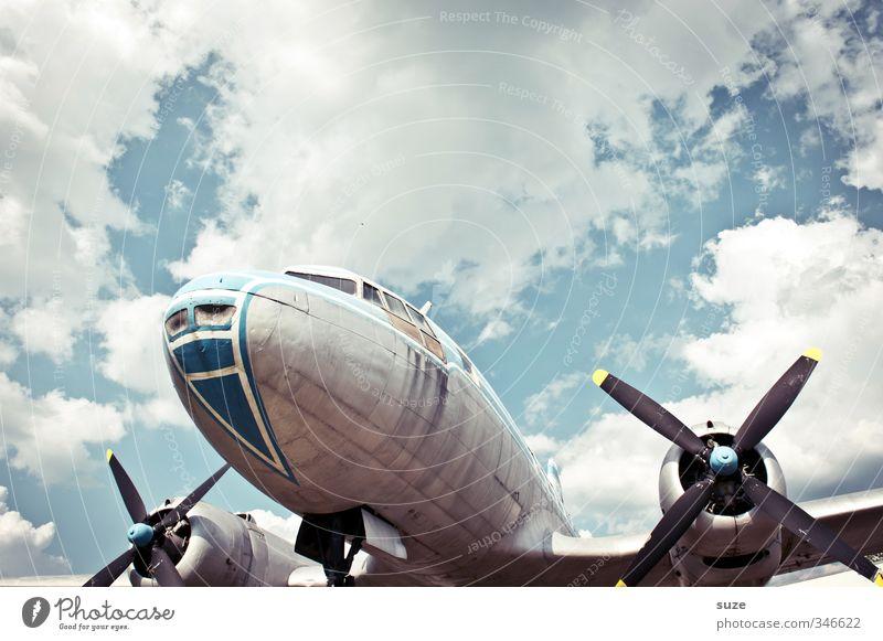 Fluchzeuch Himmel Ferien & Urlaub & Reisen blau alt weiß Wolken Umwelt grau außergewöhnlich Metall Luft fliegen Wetter Lifestyle Schönes Wetter Luftverkehr