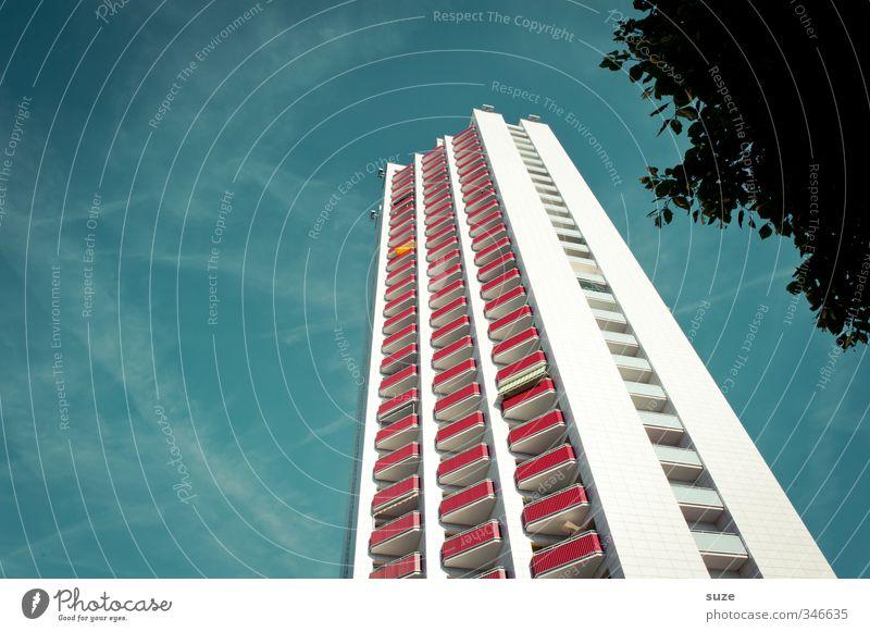 Skyfall Himmel blau Sommer Baum Haus Umwelt Fenster Architektur Gebäude Wetter Fassade Hochhaus hoch modern Schönes Wetter Balkon