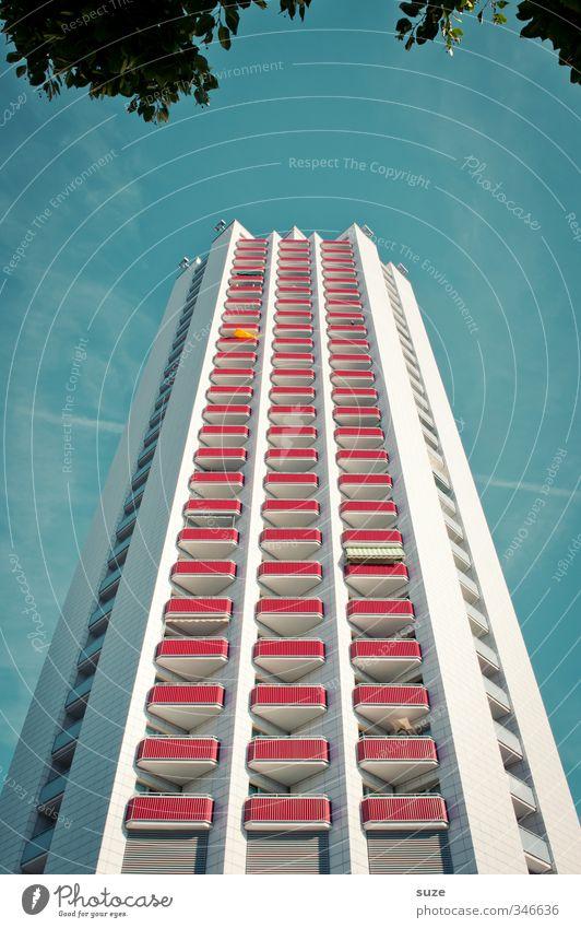 Hochstand Himmel blau Stadt Sommer Haus Umwelt Fenster Architektur Gebäude Wetter Fassade Hochhaus hoch modern Balkon Baumkrone