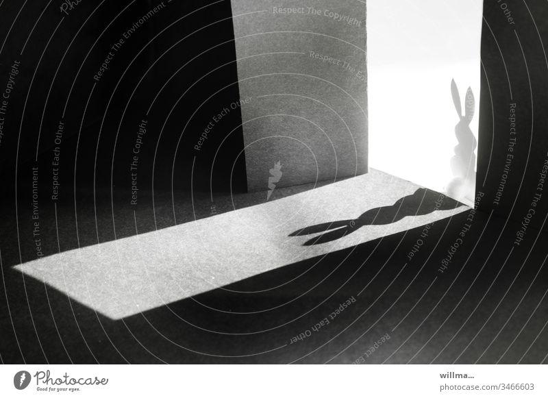 ist da wer? Schatten Licht hell und dunkel Tür Eingang Hase Osterhase Textfreiraum Ostern basteln Scherenschnitt Experiment Objekt der Begierde zu spät