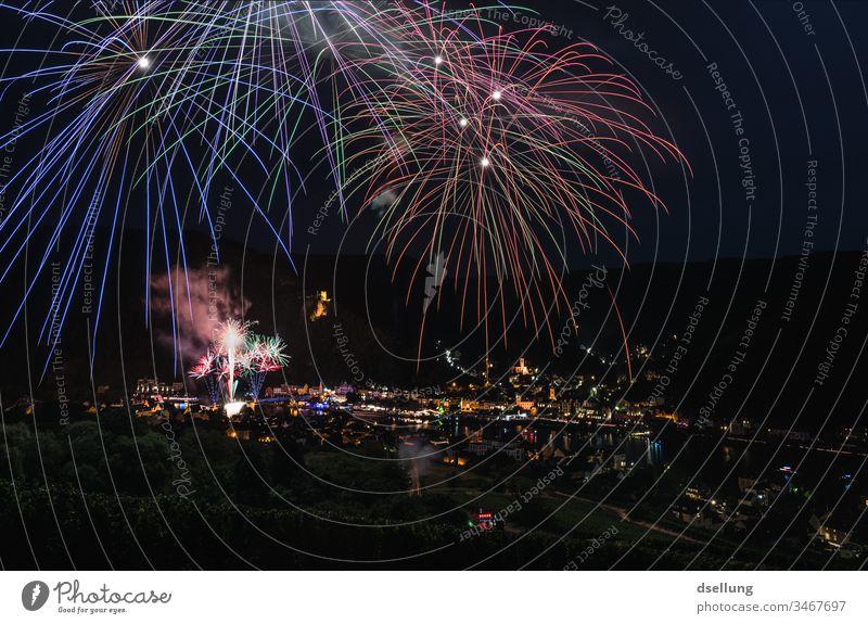 Feuerwerk in Traben-Trarbach Mosel Weinfest Mosel (Weinbaugebiet) Ferien & Urlaub & Reisen Sommer Weinberg Natur Tourismus Hügel Farbfoto Landschaft Fluss