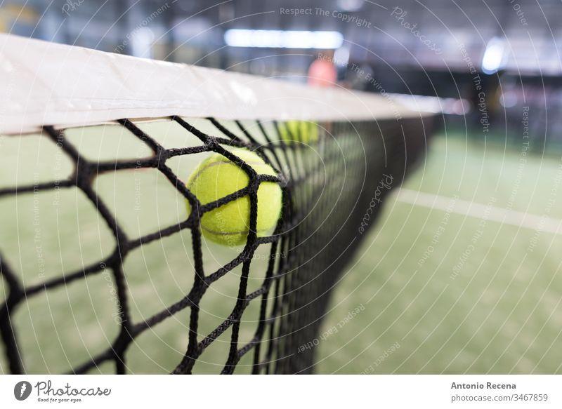 Ballschuss gegen das Netz Paddel-Tennis Padel Paddeltennis Sport Erholung Gerät niemand Fokus im Vordergrund Freizeit Bokeh im Innenbereich scheitern Versagen