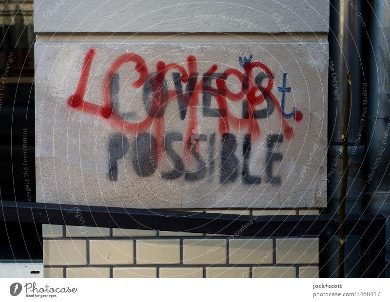 Liebe ist möglich Textur abstrakt dunkelgrau Wort Englisch Schablonenschrift Spray Kreativität Typographie Stimmung Straßenkunst Subkultur Großbuchstabe