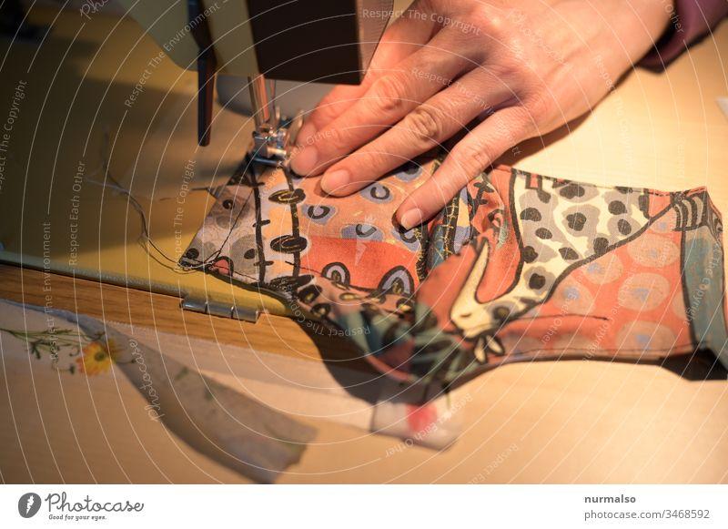 Mask mut sein Maske Corna nähen Handarbeit creative Stoff Nähmaschine Nadel fadenförmig Finger Giraffe