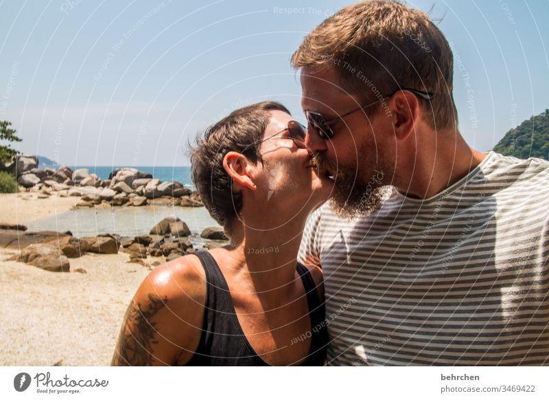 lieblingsmensch | zum knutschen Lebensfreude Partnerschaft Verliebtheit Romantik Meer Mann Frau Zuneigung Sonnenbrille Außenaufnahme Erwachsene