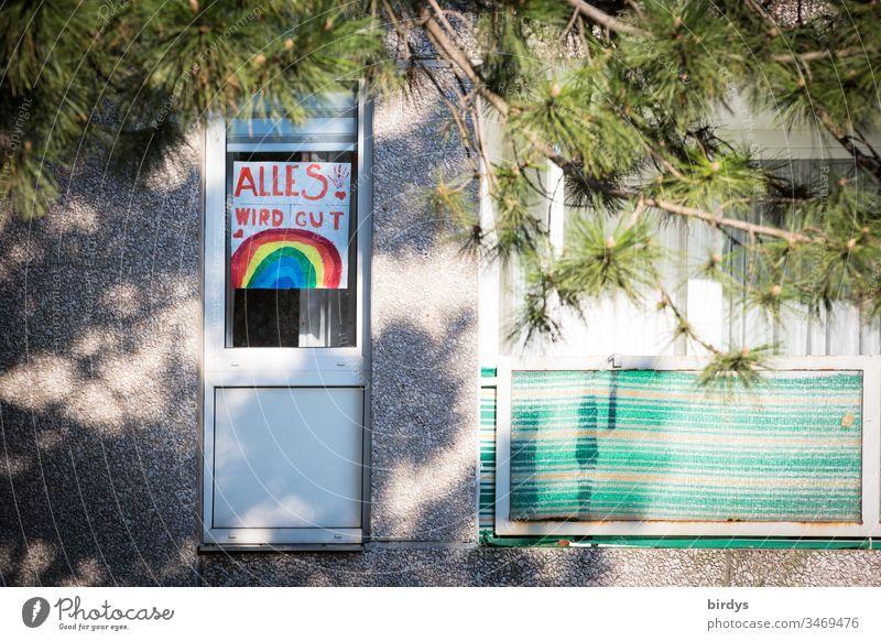 Kinderbild mit optimistischer Botschaft am Fenster eines Wohnhauses.  Alles wird gut Bild Kindheit aufmunterung Optimismus coronakrise kontaktverbot Quarantäne