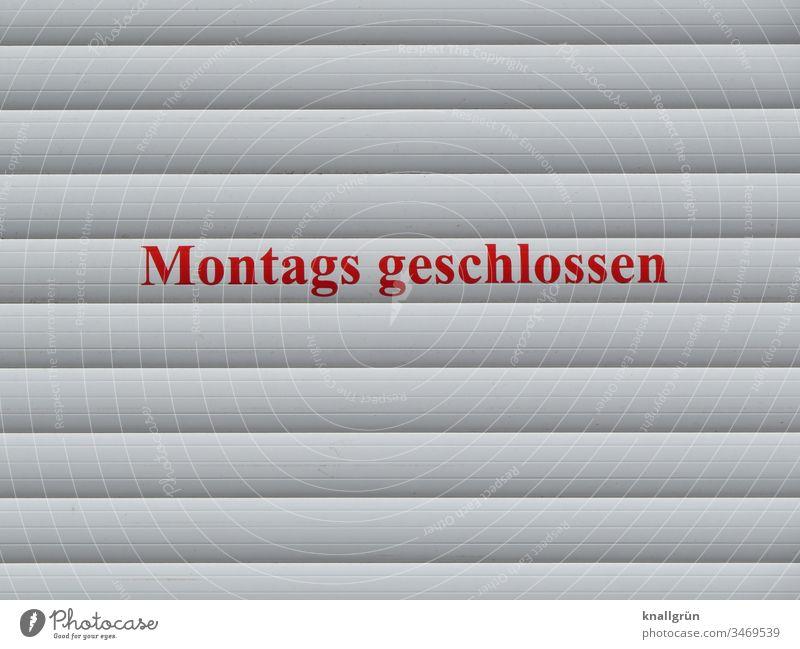 Montags geschlossen Wochentag Geschäft Öffnungszeiten Kommunizieren Rolladen Rollo Buchstaben Wort Satz Typographie Text Letter Schriftzeichen Kommunikation