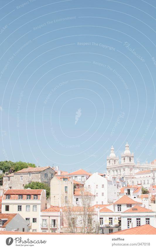 Liebe Urlaubsgrüße, Lisa (Bonn) Himmel Wolkenloser Himmel Frühling Sommer Schönes Wetter Baum Lissabon Portugal Hauptstadt Altstadt Haus Kirche ästhetisch Licht