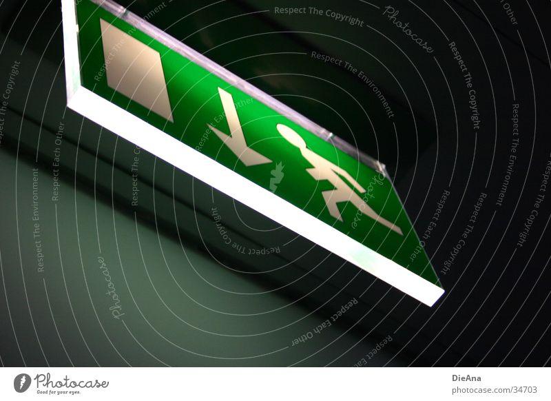 Escape Notausgang Symbole & Metaphern Licht grün weiß Mann Dinge Zeichen Hinweisschild Lampe Tür rennen run exit sign white