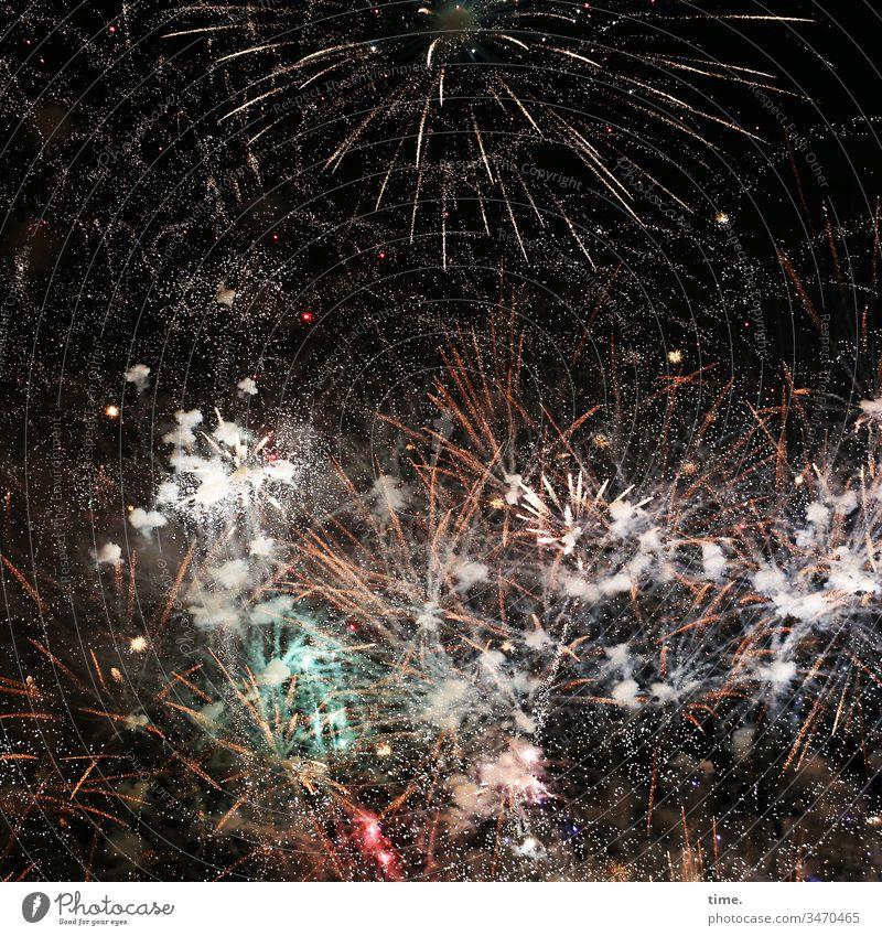 7000 Teile Puzzle Feuerwerk nacht fest pyrotechnik veranstaltung jubiläum feier feiern böller knaller rakete bunt sprühen euphorie begeisterung dunkel blitzen