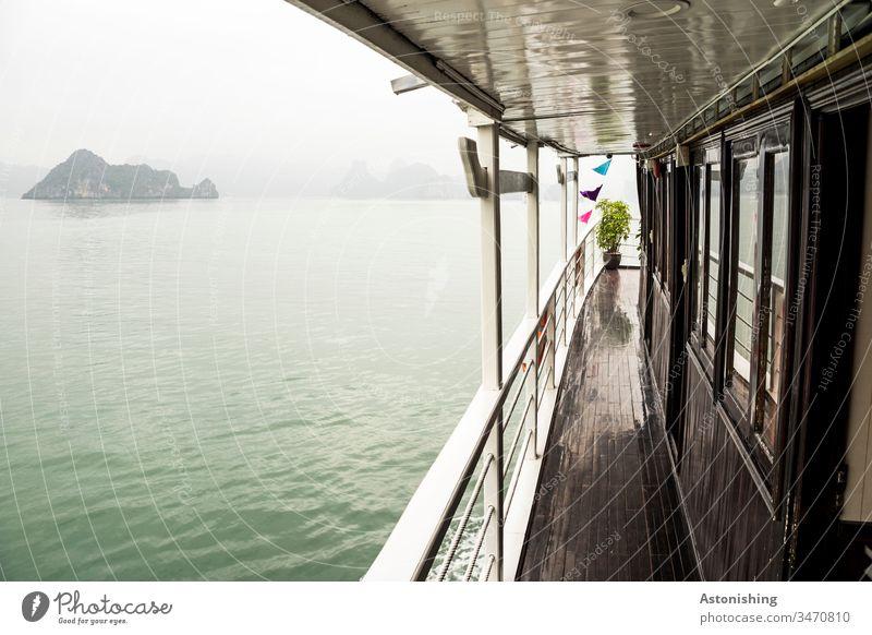 Bootsfahrt in der Ha Long Bucht, Vietnam Entfernung Weite Wellen Schichten Halong Ha-Long Felsen Stein Ferien & Urlaub & Reisen Außenaufnahme Asien Halong Bay