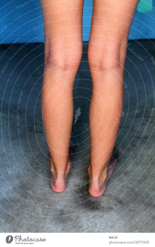 Mai Wanderung - einmal zur Toilette und zurück Beine Nackte Haut nackt schlank Frau feminin Mensch dünn Junge Frau Akt Weiblicher Akt schön Körper