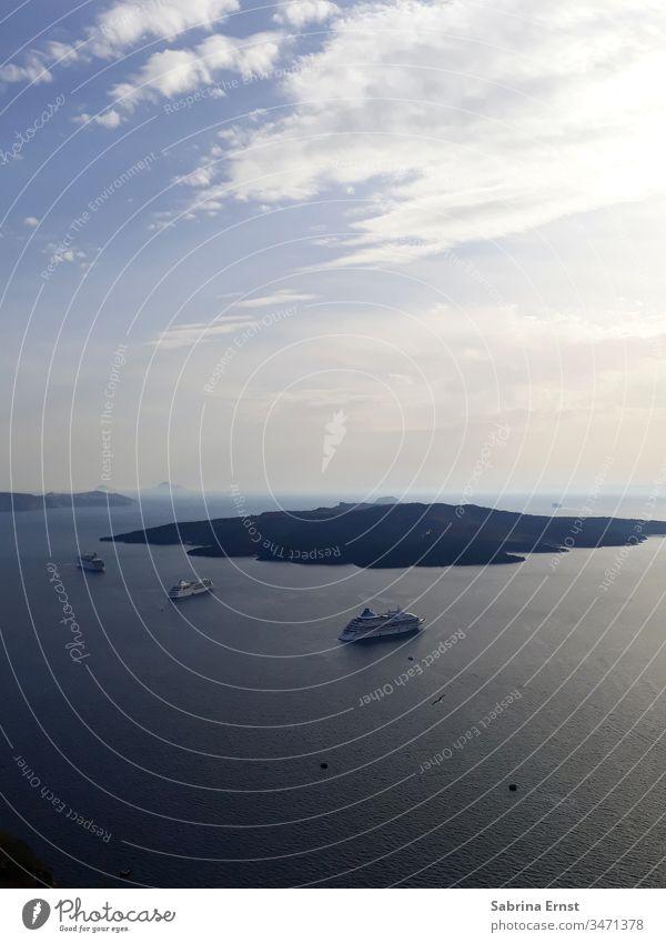 Beautiful outlook from Santorini santorini greece greek white house blue ocean sea travel city town holiday vacation blaue Kuppel meer Griechenland island insel