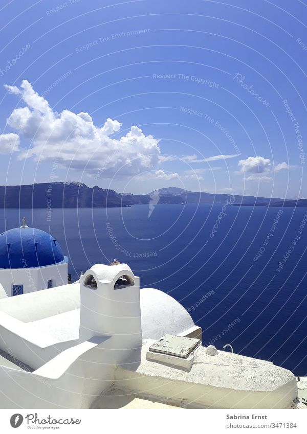 Beautiful outlook from Santorini santorini greece greek white house blue ocean sea travel city town holiday vacation blaue Kuppel meer Griechenland island insel
