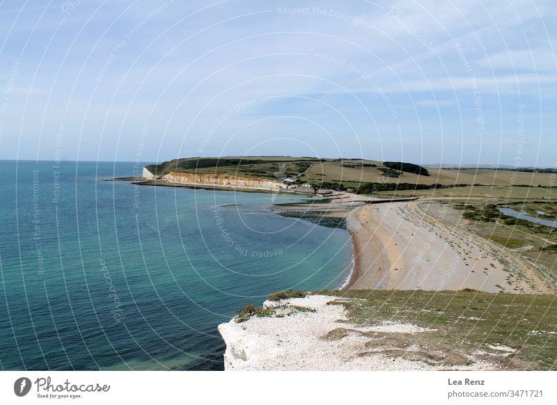 Blick über die wunderschöne Landschaft des Seven Sisters Country Park in Südengland, Großbritannien. MEER Strand Sieben-Schwestern-Landpark Küste Wasser Himmel