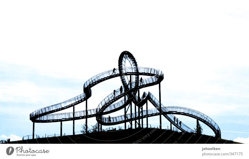 Gefühlswelten Mensch blau weiß Bewegung Gefühle außergewöhnlich gehen Stimmung Menschengruppe Design Ausflug Brücke Abenteuer Mut Stahl Euphorie