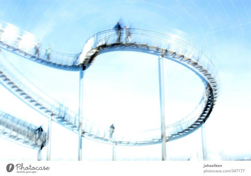 Gefühlswelten II Mensch Himmel blau weiß Freude Gefühle außergewöhnlich glänzend Angst Treppe Schönes Wetter Abenteuer Bauwerk Stahl Euphorie Sehenswürdigkeit