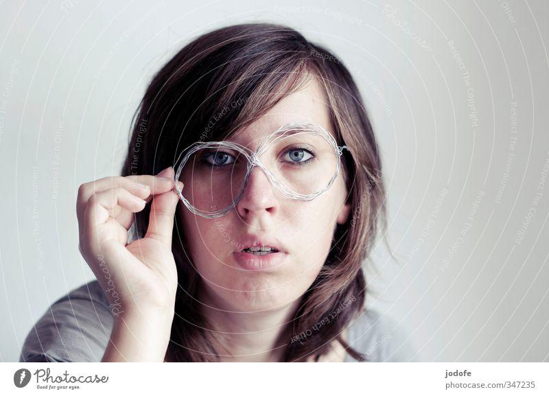 mit ohne Brille Mensch Jugendliche Junge Frau Gesicht Erwachsene 18-30 Jahre feminin Kopf verrückt Brille Neigung Verstand stoppen dumm Draht falsch