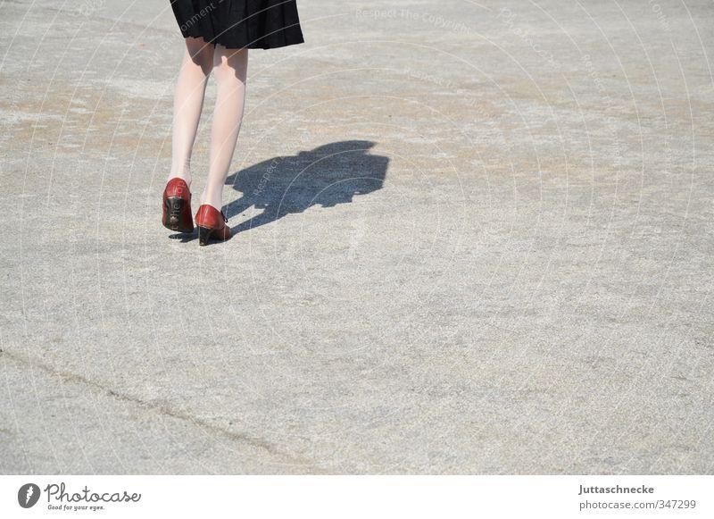 Beschwingt Mensch feminin Junge Frau Jugendliche Beine 1 18-30 Jahre Erwachsene Schönes Wetter Platz Rock Strumpfhose Schuhe Beton gehen Tanzen dünn