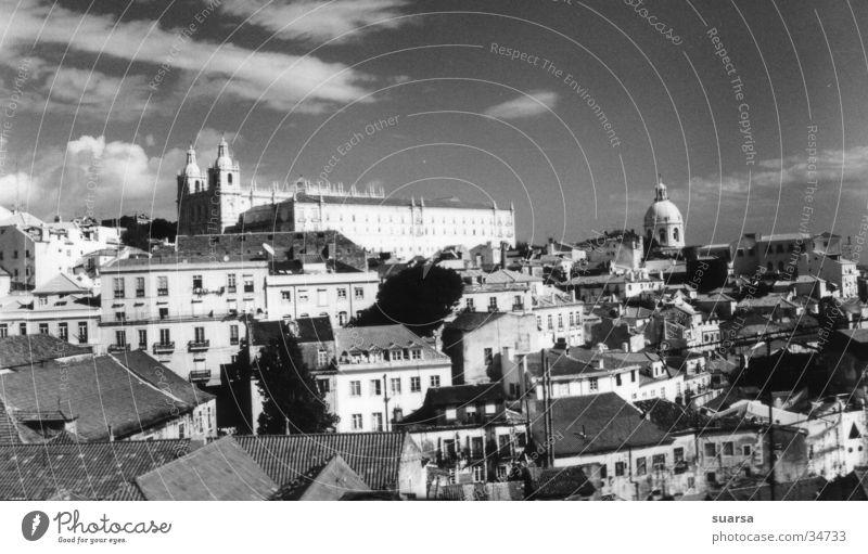 Über den Dächern von Lissabon Ferien & Urlaub & Reisen Stadt Architektur Religion & Glaube groß Kirche Europa Leidenschaft Denkmal Lebensfreude chaotisch Wahrzeichen Stadtzentrum Sehenswürdigkeit Portugal Altstadt