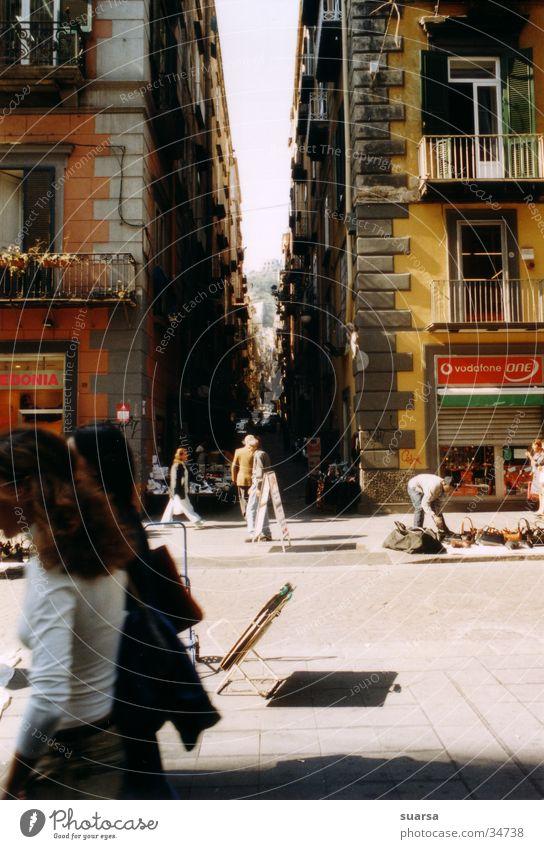 Neapel, in der Sonne Europa Italien Haus Gebäude dunkel Motorrad Stimmung Licht Frau hell Mensch Häusliches Leben Schatten Architektur