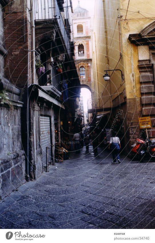 Neapel Mensch Sonne Haus dunkel Leben Architektur Gebäude hell Stimmung Häusliches Leben Europa Italien Motorrad Neapel