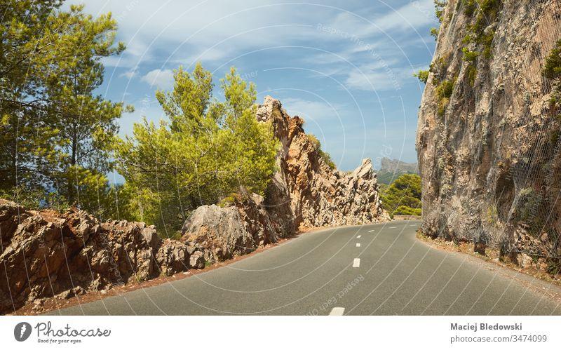 Malerische Bergstraße an der Küste Mallorcas, Spanien Straße Berge u. Gebirge Laufwerk Ausflug Reise Sommer Feiertag Felsen leer Natur Landschaft malerisch