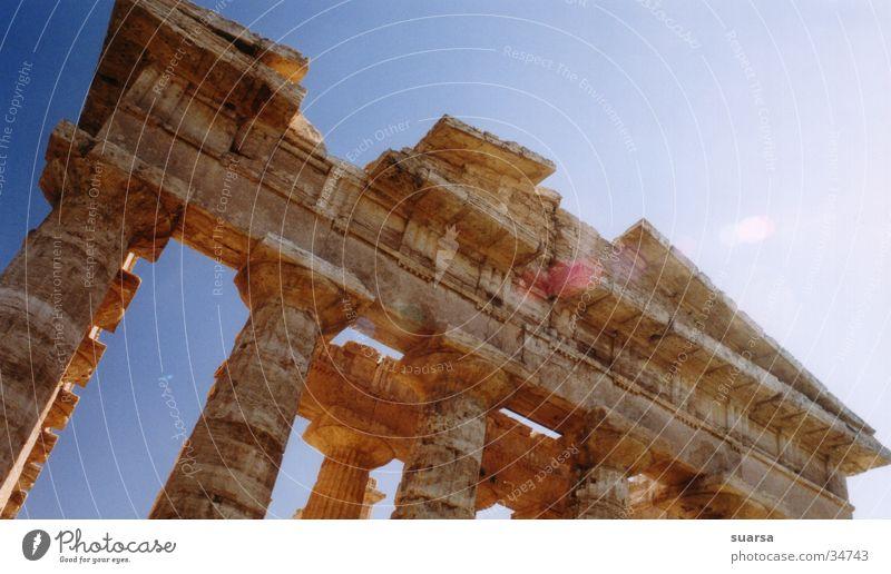 Die Tempel von Paestum 3 Italien Griechen Ferien & Urlaub & Reisen Europa Licht Kultur historisch Gebäude Architektur Säule Römerberg Himmel