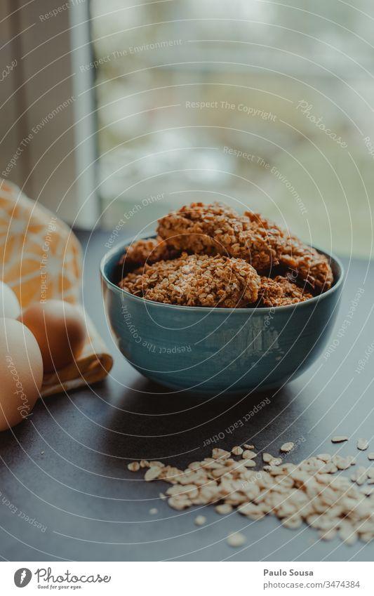 Hafer-Kekse Haferflocken Essen zubereiten Flocken Snack Haferbrei Schalen & Schüsseln Ernährung Diät Frühstück Nahaufnahme Lebensmittel natürlich Müsli