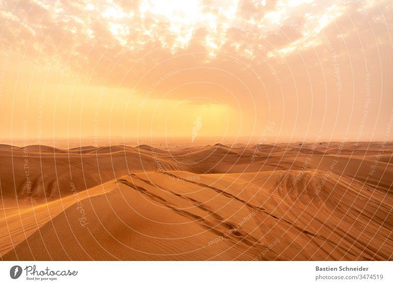 Wüste Dubai, Vereinigte arabische Emirate cm Vogelperspektive Nahaufnahme Außenaufnahme vertikal majestätisch prunkvoll gedellt fantastisch