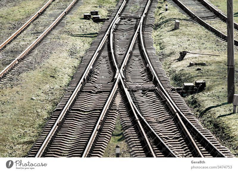 leere alte Eisenbahn in der Ukraine farbig Korruption Krise Regie dreckig Gerät Europa Gras grün Grunge industriell Industrie Infrastruktur Übergang bügeln