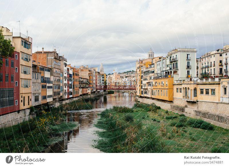 Die Altstadt von Girona, Spanien Gerona fluss altstadt Altstadthaus Herbst Wolken Himmel historisch Historische Bauten Sehenswürdigkeit sehenswert Tourismus