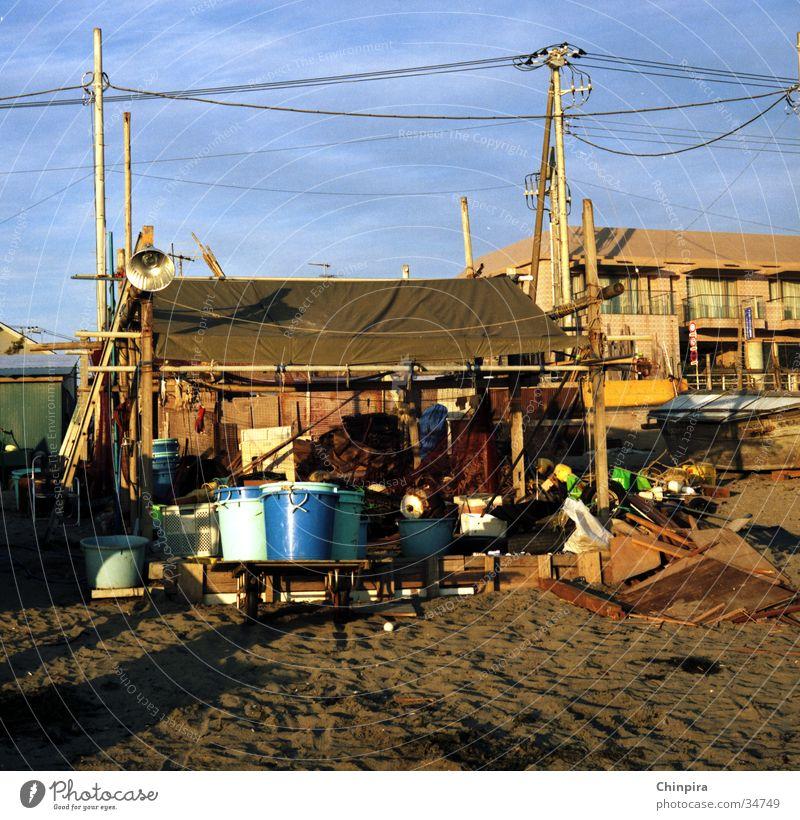 Strandpalast Architektur Hütte Japan chaotisch Fischer Kamakura