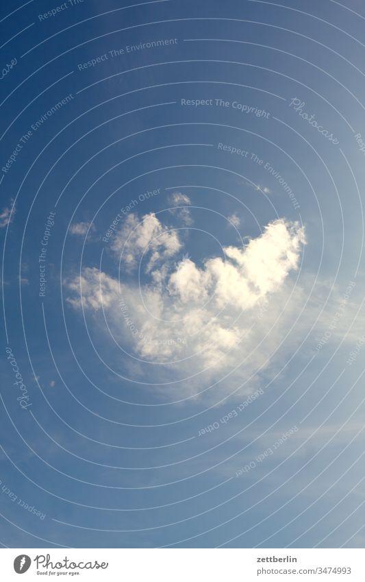 Wolke altocumulus froschperspektive himmel klima klimawandel menschenleer meteorologie romantik romantisch sommer textfreiraum wetter wolke wolken wolkenfeld