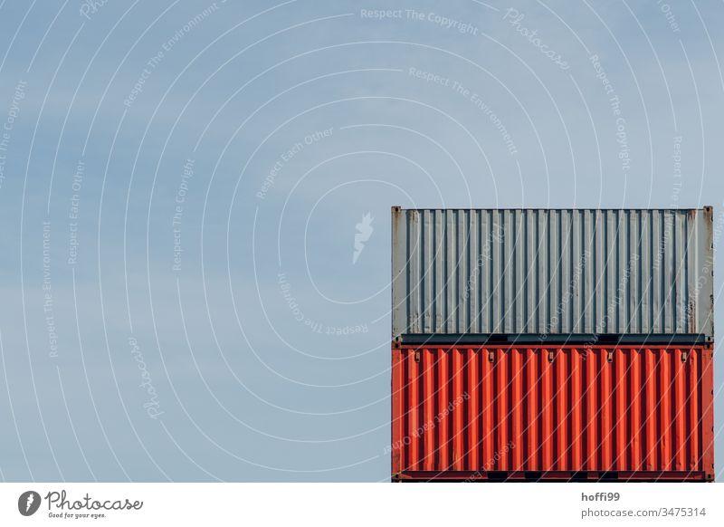 Container in rot und grau übereinander Containerterminal roter Container Güterverkehr & Logistik Industrie Schifffahrt Handel Containerschiff Containerverladung