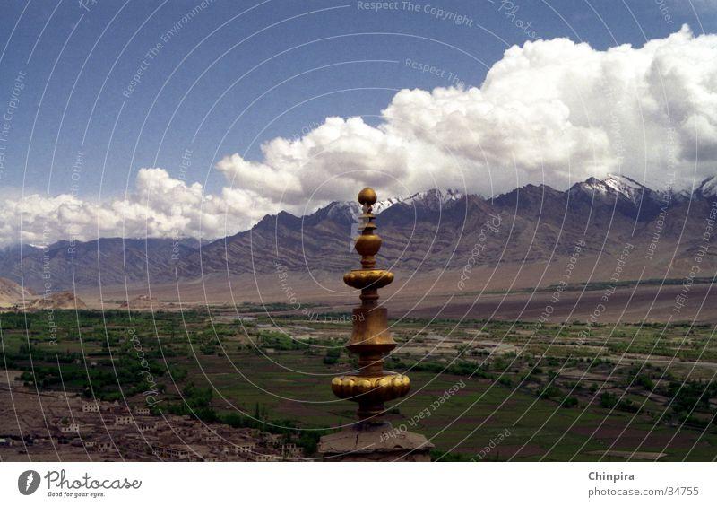 Fluffy Clouds Wolken Tempel Ladakh Indien Hochebene Los Angeles Berge u. Gebirge