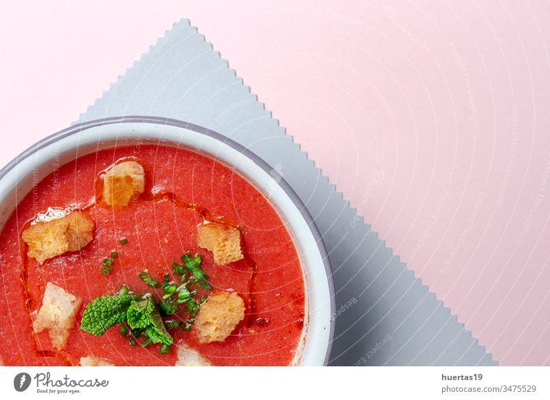 Hausgemachte Tomatensuppe auf weißem Hintergrund Suppe Lebensmittel Schalen & Schüsseln Gesundheit Mittagessen Abendessen Mahlzeit Vegetarier Gemüse frisch