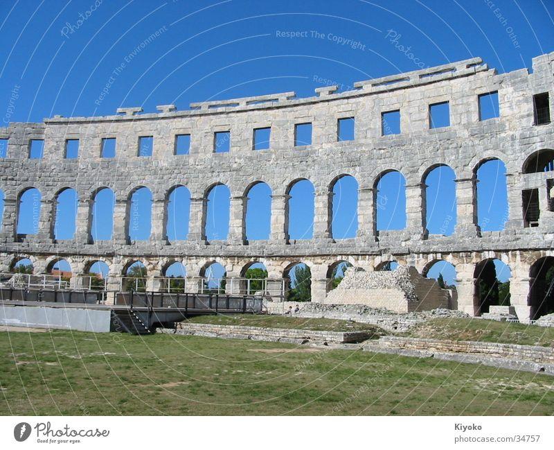 Kolosseum grün blau Sommer historisch Ruine antik Rom Kolosseum