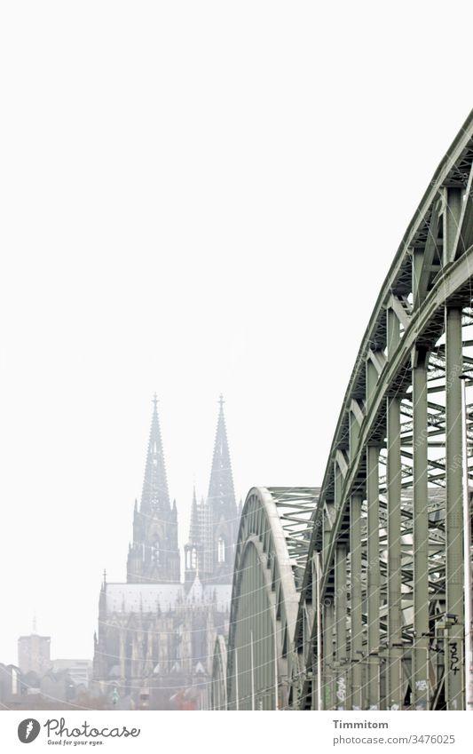 Er erinnerte sich noch an den Rhein, einen Dom, eine Brücke. Köln Kölner Dom Severinsbrücke Stahlbrücke Wahrzeichen Sehenswürdigkeit