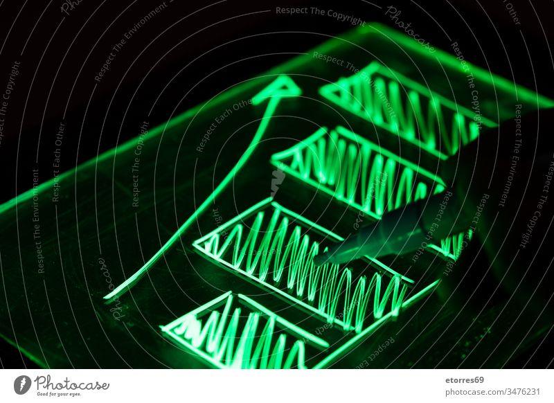 Mit Fluoreszenzmarker gezeichnete Grafik Business Nahaufnahme Konzept Wirtschaft Finanzen fluoreszierend Fluoreszenz-Marker Forex graphisch grün Hand Bild