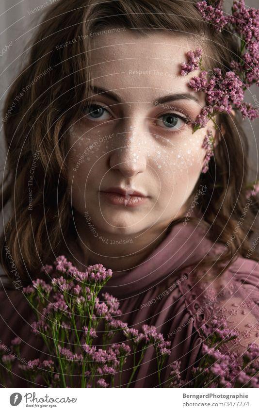 Lila lila Make-up facepainting Frauengesicht schön Blume Lila Blume augen
