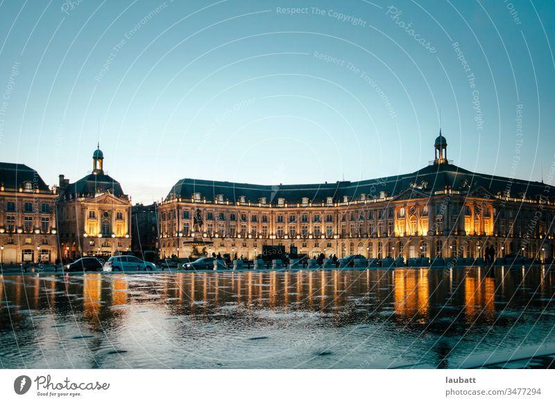 Stadtlandschaft von Bordeaux, Aquitaine, Frankreich - Landschaft von der Garonne der französischen Stadt Bordeaux Bordeaux-Wein gironde Börse Spiegel antik